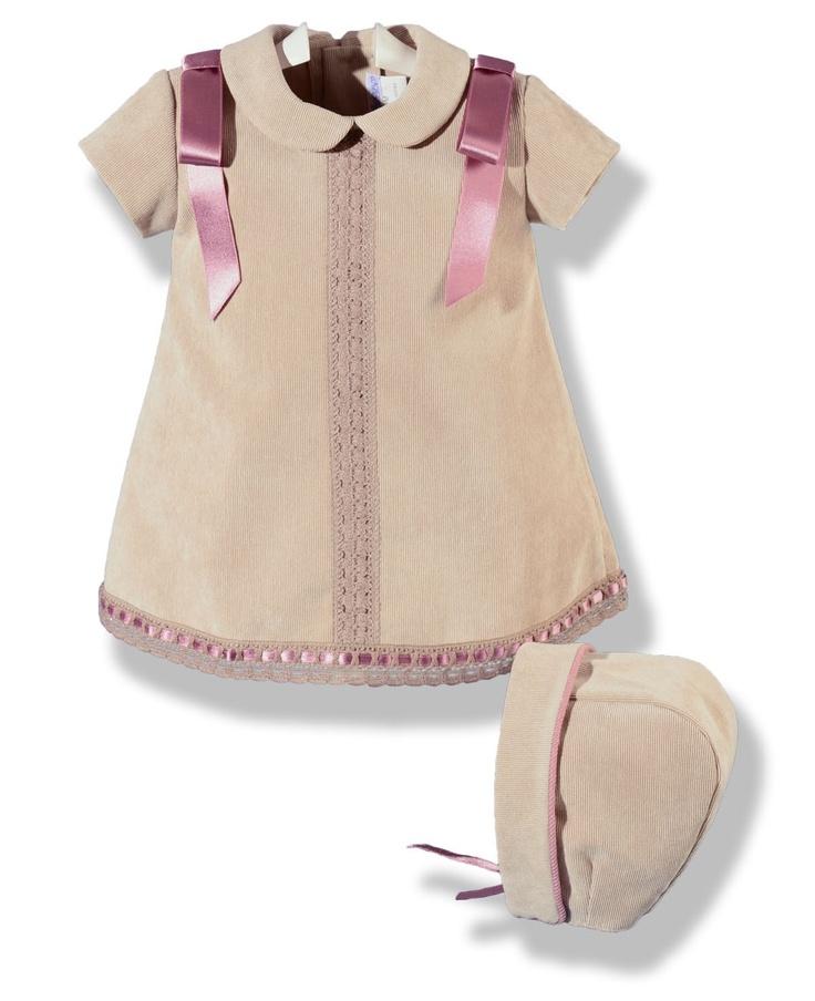 Vestido de pana fina cámel con capota