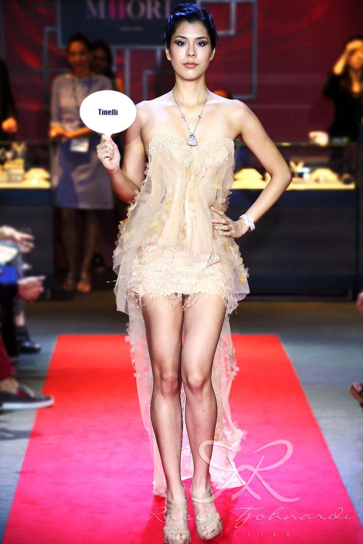 #lace #tulle #couture #fashion #hautecouture #fashionshow #promdress #cocktail #dress #redcarpet #glam #gala #glamour #glamorous #look #redcarpetlook #redcarpetfashion #ruslytjohnardi #ruslytjohnardiatelier #makeup #cledepeau #hairdo #actionhairsalon #fashionideas #outfit #fashioninspiration #fashiondesigner #fashiondesign #singapore #cream #gold #champagne #nude