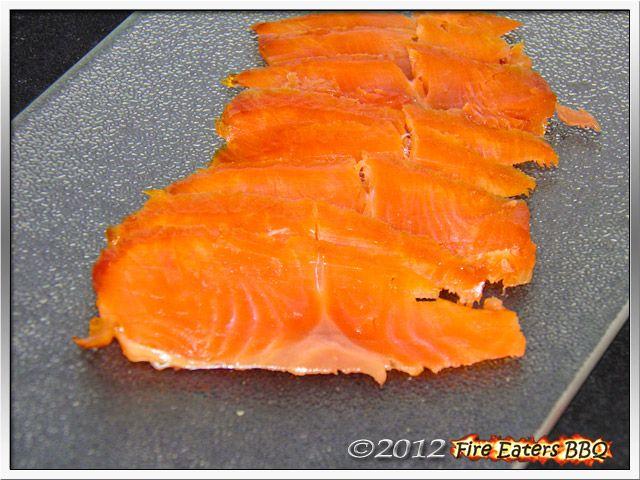 Guter geräucherter Lachs kommt nicht nur aus Norwegen oder Kanada. Selbst gemacht schmeckt er mindestens genauso gut. Wir zeigen, wie´s geht.