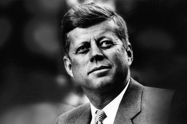 Джон Фицджеральд Кеннеди был 35-м Президентом США. В истории страны это примечательная личность. Кумир миллионов, красивый мужчина был убит загадочным образом, пробыв на своем посту менее трех лет. Однако за этот период он успел сделать немало - при нем произошел Карибской кризис, была запущена космическая программа «Аполлон», произошел сдвиг общественного сознания на тему улучшения прав чернокожих. Сегодня и... http://www.molomo.ru/myth/kennedy.html #ДжонФицджеральдКеннеди