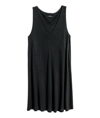 Black. Short, straight-cut dress in viscose jersey with a V-neck and seam down the front and back. Lined at the top.