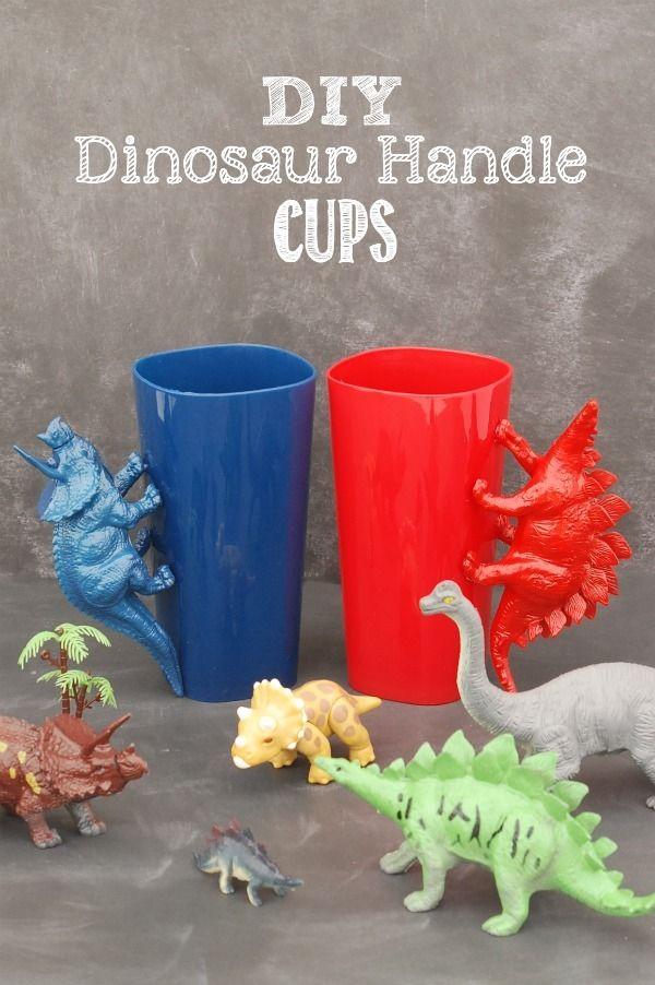 Use vasos de plástico de bajo costo y los dinosaurios de plástico para hacer manejar estas impresionante dinosaurio DIY Copas!