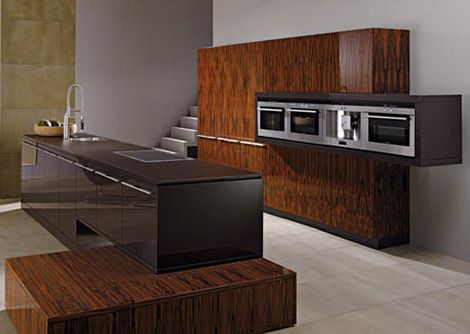 The Largo FG Highline is a modern kitchen from Leicht that comes across like a life-sized work of modern art. Linear units intersect in unexpected ways, meaning the Largo...