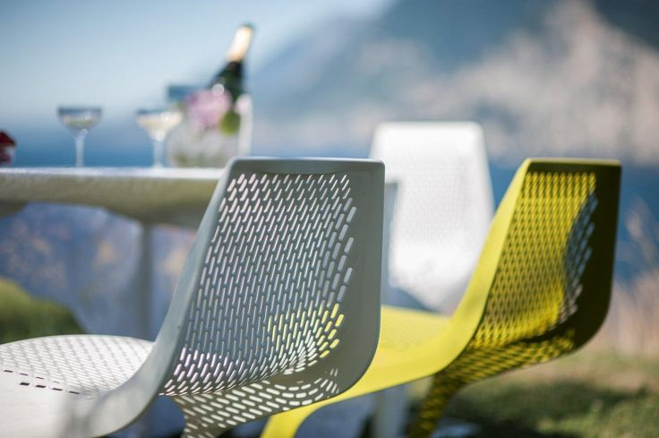 PLANK MONZA table and MYTO chairs, design Konstantin Grcic  http://www.plank.it/products/outdoors/