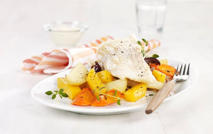 En lettvinn og sunn måte å tilberede middagen på. Smakfull ovnsbakt torsk med rotgrønnsaker og sennep.