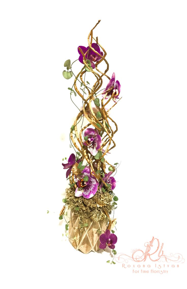Decorate your office or your living space with this infinity design! For more inspiring ideas, take a look on my portfolio-website: http://roxanaistvan.florist.