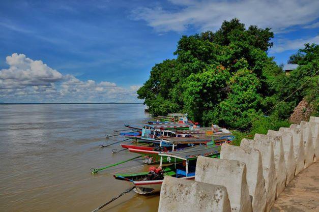 Irrawaddy River. Taken using Nikon D90.