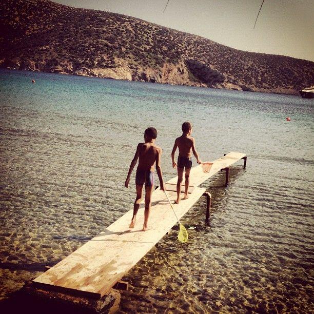 #latergram memoirs de #sifnos #panosvanessa #vathy #childhood #endlesssummer #summer #kids #nostress #innoscence (at Vathy Bay, Sifnos)