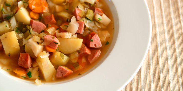 La deg inspirere av høsten. Nå kan du virkelig fråtse i ferske, gode og norske råvarer. På kjølige høstdager smaker det ekstra godt med en varmende suppe av deilige og sunne grønnsaker - og litt kj...