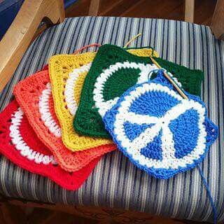 ☮ American Hippie Bohéme Boho Lifestyle ☮ Crochet peace sign