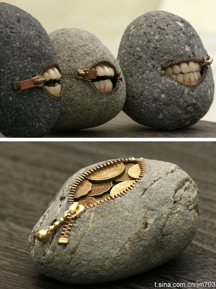 日本人制作的鹅卵石零钱包,是真正的石头做的,拉链是一个一个镶嵌上去的