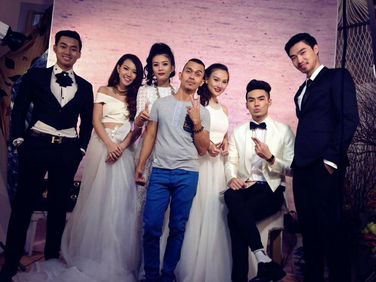 My new collection for bridal trend summer 2014  Model : Jolie Duong , Joxy nguyen , Khanh Nguyen , Quang Huan , Hieu Pham , Ly Quoc Huy  Hair , make up & stylist : Stephen Lee Bridal gowns & vest : Stephen Lee Made by Stepheb Lee make up studio