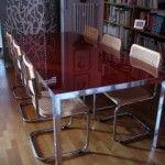 """Ciao, sono Sergio, in seguito al rinnovo dell'arredo vendo questo tavolo di #MDFItalia, modello """"LIM 04"""", disegnato da #BrunoFattorini.  È costituito da una struttura in alluminio anodizzato brillante e da un piano portante in cristallo temperato laccato lucido rosso. Dimensioni: - Lunghezza   220 cm - Larghezza    100 cm - Altezza          72  cm  In perfette condizioni, il prezzo richiesto è di 800 euro. Insieme al tavolo, vendo 6 sedie modello Breuer."""