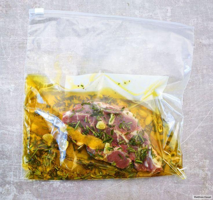 Die klassische Kräutermarinade passt perfekt zu Rind-, Schweine- und Lammfleisch.