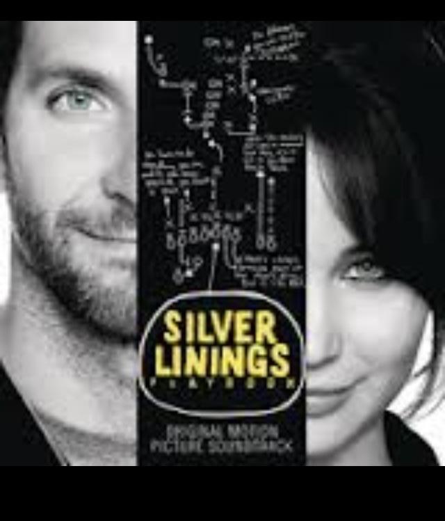 """Silver Linings Playbook"" 90点  とっても可愛い映画。  ジェニファー・ローレンスが主演女優賞を獲ったけど  私はなんといってもブラッドレイ・クーパーの演技に拍手を送りたい。前半の精神的に不安定な時の芝居がなんともお見事。原題の""Silver Linings Playbook""もいい。  Silver Linings (絶望の中の一筋の光)、そしてフットボールのプレイブック。  家族の絆と、絶望的な状況から光を見いだそうとする主人公二人のほほえましい姿が◎。デニーロが助演男優賞にノミネートされていたが、そこはちょっと疑問。彼なら他の映画での演技の方が評価されていいはずだろう。そして、クリス・タッカーには相当笑える。とってもヒューマンで、後味のいい映画だったと思う。David O. Russell監督の作品をもっと観ようと決めた。"