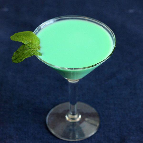 Grasshopper Cocktail recipe: creme de menthe, creme de cacao, light cream | Mix That Drink