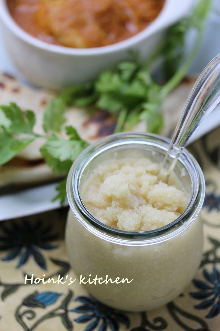 インドの調味料☆ジンジャーガーリック  アジア料理、インド料理によく使われるにんにくと生姜の調味料です。たくさんあるときにまとめて作って冷凍保存もおすすめ♪    材料 (作りやすい分量) 生姜 (正味)120g にんにく (正味)80g  作り方 1  にんにくは皮をむいて根付きの硬いところを取る。生姜は皮をむかず表面をタワシなどできれいに洗って適当にスライスする。 2  すりおろしてももちろんいいですが、一緒に入れてフープロで一気にガ~ッが簡単です。 3  ジップロックなどに入れて筋目をつけて冷凍すると、折って使えて便利です。