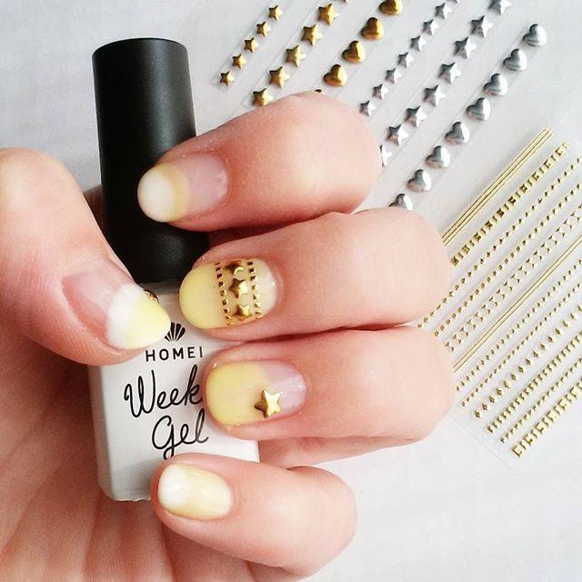 春の星ネイル☆ ネーミングセンスのなさと 手の乾燥がヤバい!笑 WG-0/WG-1/WG-4 ダイソーネイルシール #セルフネイル#セルフネイル部 #ホーメイ#ウィークリージェル #HOMEI#weeklygel#nails#selfnails #セルフネイル好きな人と繋がりたい #ダイソー#ネイルシール#100均ネイル #シリーズセルフネイル