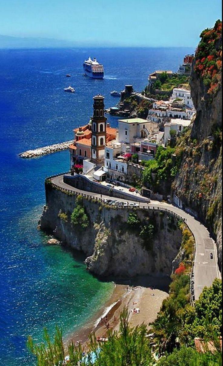 Increíble vista aérea del la orilla de Capri, Italia.