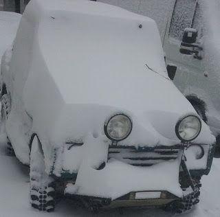 Tractari-Auto-Constanta.ro: Suzuki Samurai under snow.