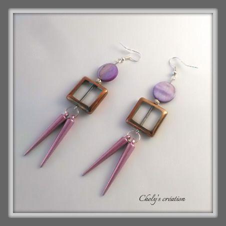 boucles d'oreille en métal argenté perles en verre et aiguillettes mauve : Boucles d'oreille par chely-s-creation