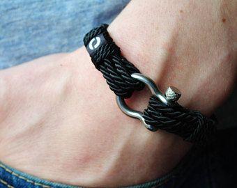 Mover pulseras - pulseras hechas a mano para aquellos que siempre seguir adelante. Estas pulseras impecables de una cuerda decorativa de larga duración y grilletes de acero inoxidable ven moda lujosa y apto para hombres y mujeres.  Carta del tamaño (1 pulgada = 2,54 cm)  Mida usted muñeca sin longitud adicional:  5 3/4 pulgada = 14,60 cm 6 pulgadas = 15.24 cm ¼ 6 pulgadas = 15,87 cm 6 1/2 pulgada = 16,51 cm ¾ 6 pulgadas = 17,14 cm 7 pulgadas = 17,7...