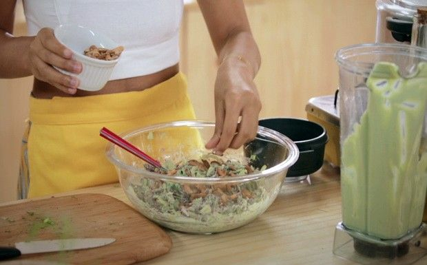 Salada de funcho com maionese de coentro - Bela Cozinha Ep. 7 (Foto: Reproduo / GNT)