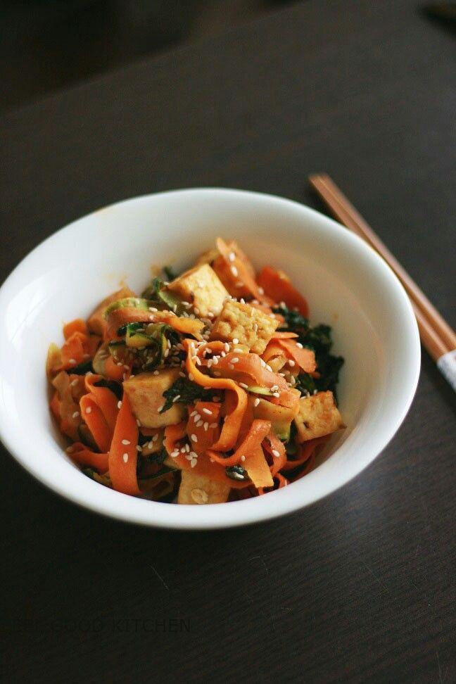 Crispy tofu, veggie noodles & peanut sauce