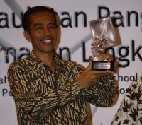 detikNews   situs warta era digital - Jadi Tokoh Inspirasi, Jokowi Dapat Penghargaan Khusus Soegeng Sarjadi