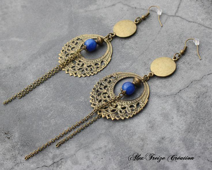 Bijou Créateur - Boucles d'oreilles pendantes bronze Breloques estampes rondes filigranées antiques Perles semi-précieuses Agate bleu : Boucles d'oreille par alextreize-creation