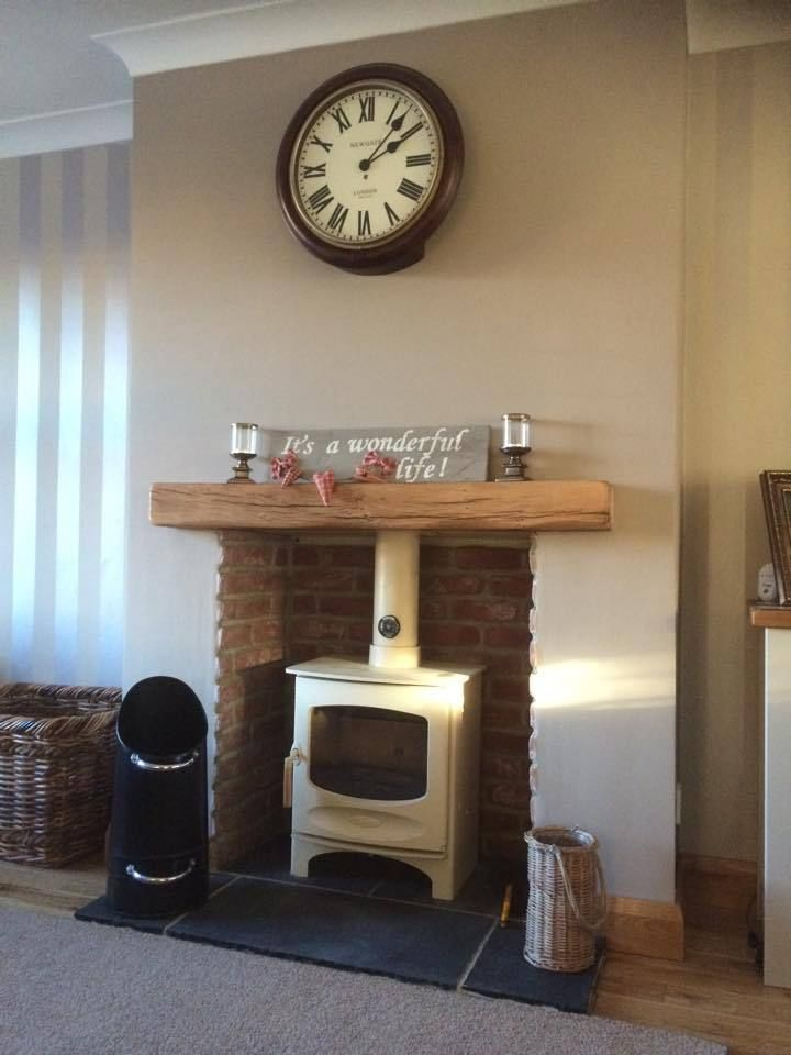 The solid oak beam supplied by Traditional Beams accompanies the charnwood C4 woodburning stove beautifully.