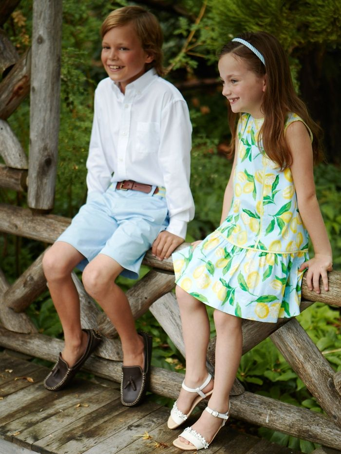 festliche Mode für Kinder, Mädchenkleidung mit Zitronen, Jungenkleidung  weißes Hemd und hellblaue Hose