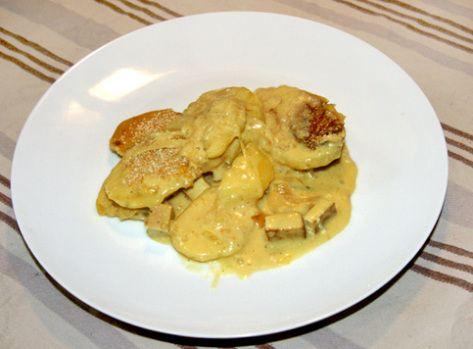 tartiflette-fauxmage : 300ml bouillon de légumes-3 càs arrow root ou fécule pomme de terre-1 càc oignon en poudre-1/2 càc sel-25 g. levure de bière- 200 ml crème de soja-2 càs jus de citron. Dans une casserole verser le bouillon+ arrow root, dissoudre, ajouter oignon -faire chauffer, remuer constamment pendant 5',quand la sauce commence à épaissir, ajouter levure+crème+jus de citron, cuire 2 à 3 min. à feu doux, jusqu'à ce que le mélange ait l'aspect de « fromage » fondu.