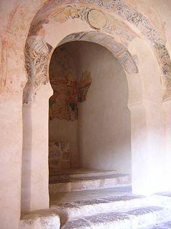Ermita de San Baudelio. Casillas de Berlanga (Soria), siglo XI. Ábside de testero plano, también decorado con pinturas.