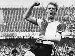 Petur Petursson. Maakte eind jaren '70 veel belangrijke doelpunten en vormde toen een prima koppel met Jan Peters, maar was helaas maar twee seizoenen echt succesvol. Rentree in 1984/1985 was minder geslaagd.