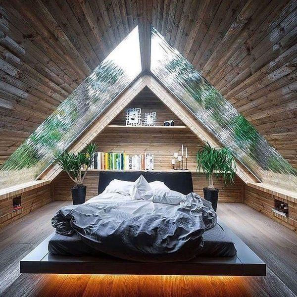 Chambre avec fenêtre de toit ou plafond en verre