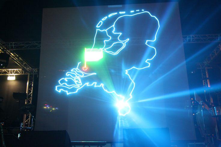 Lasershow als openingsact, introductieshow, communicatie middel... De mogelijkheden zijn enorm. 3D beleving die u nooit meer vergeet!