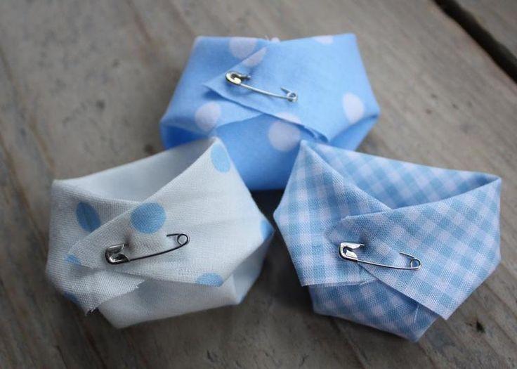 Foto: Leuk om de servetten zo te vouwen voor de babyshower!. Geplaatst door MijntjeSmile op Welke.nl