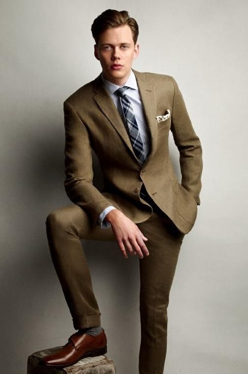 Bill Skarsgard stap. I like. Man who can pull off a suit. Damn. I'd tap that. Twice
