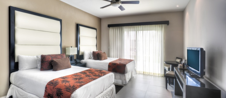 Deluxe bedroom suite at azul fives hotel by karisma for 2 mid america plaza oakbrook terrace