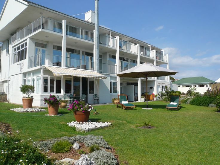 Hermanus Beach Villa Enjoy comfortable seaside accommodation at Hermanus Beach Villa. Choose from nine rooms each perfectly suited to your needs  | Holiday Houses SA