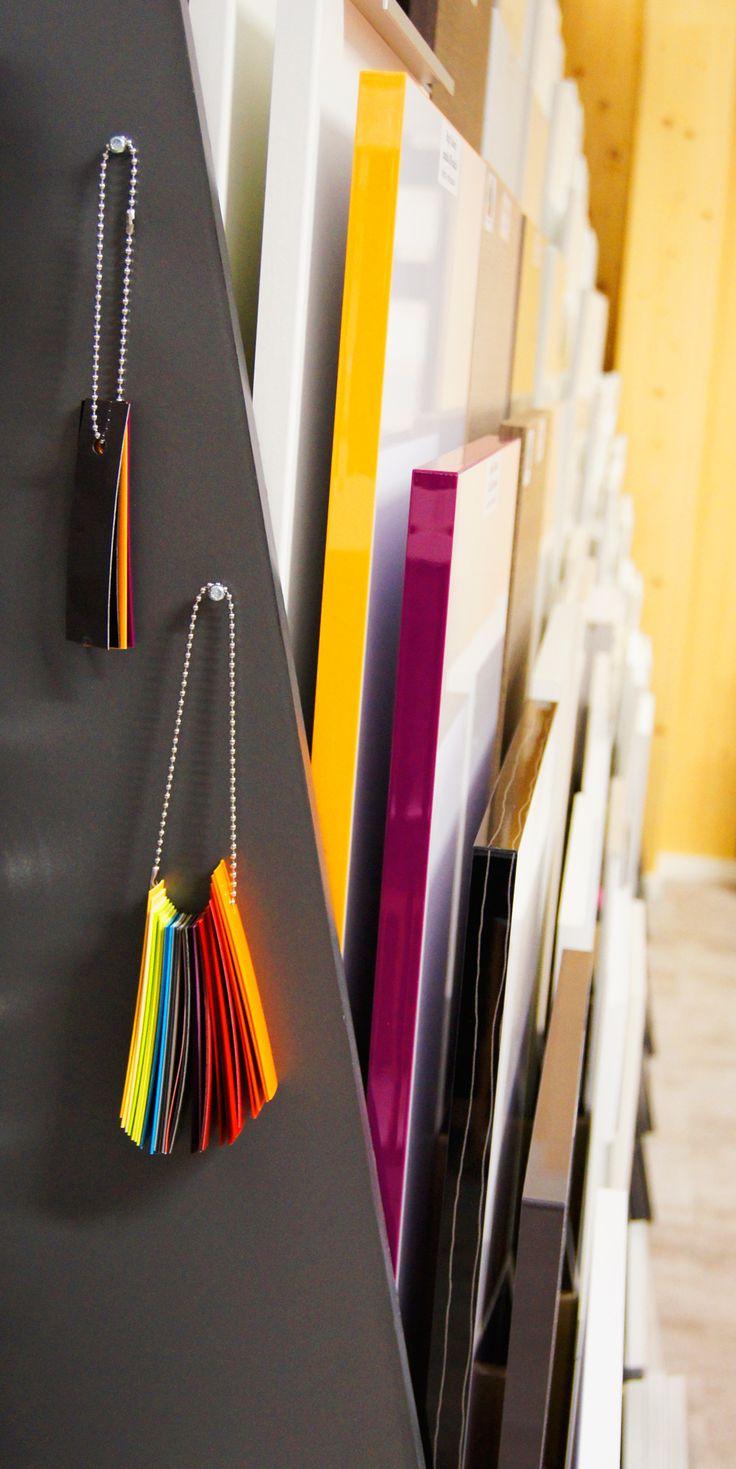 Kalusteovien värillinen reunanauhoitus on omaa Unique Home® -tuotantoamme. uniquehome.fi