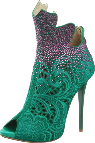 Ladies shoes - http://livelovewear.com/womensshoes....makes me think of Ariel!!!