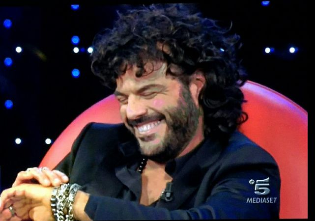 Francesco Renga indossa i nostri gioielli in argento 925 durante il serale di amici #amici #amici14 #Francescorenga #gioielli