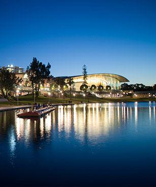 Adelaide//Adélaïde ou encore Adelaïde est par sa population, la cinquième ville d'Australie et la capitale de l'Australie-Méridionale. Wikipédia