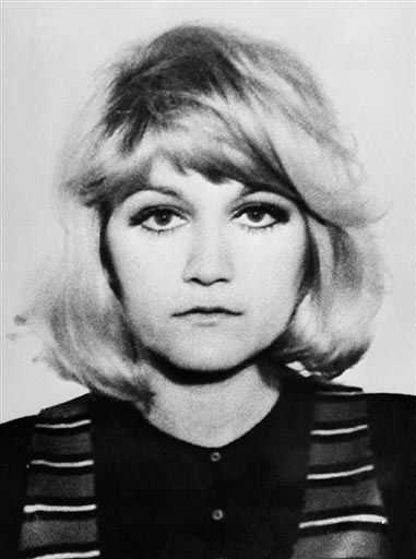 In '72, 22 yo Serbian stewardess Vesna Vulovic was working on a Serbian plane when a terrorist's bomb exploded at 33,330 ft, blowing it into several pieces. Vulovic was in the midsection where she stayed for the ENTIRE 33K ft fall to the ground! She was found with a fractured skull, 3 broken vertebrae & 2 broken legs but alive. She spent 27 days in a coma for 27 days. She was semi-paralysed but made a full recovery & remains the world record holder for the highest fall WITHOUT a parachute.