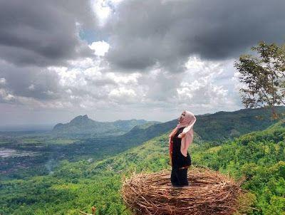 PERGIPEDIA  - Bukit Jomblo Tempat Hits Para Jomblo Dengan Nuansa Alam Di Tulungagung . Tulungagung adalah merupakan sebuah kota kabupaten...