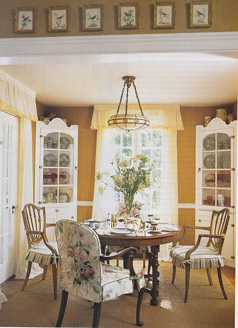 17 best ideas about cottage dining rooms on pinterest for Dining room corner ideas