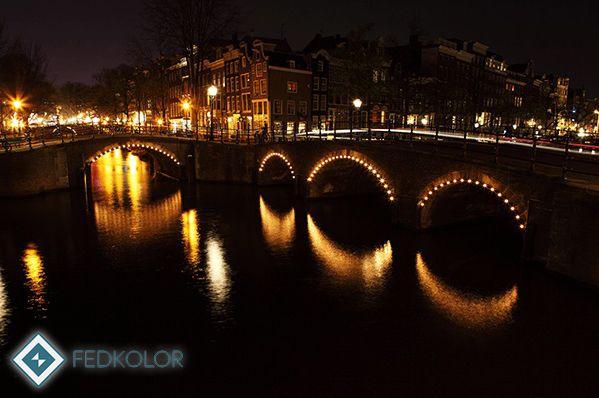 #Stolica #Holandii to jedno z piękniejszych miast w całej #Europie. Znajduje się w niej aż ponad 7000 atrakcji turystycznych. #Amsterdam to też miasto, w którym mieszkał wybitny #artysta, jakim niewątpliwie był #Rembrandt. Teraz każdy z Was może w swoim własnym domu może poczuć się jakby był w tym pięknym miejscu. #Piękny #widok mostu nocą dostępny jest w ofercie #Fedkolor w wielu rozmiarach do wyboru: https://fedkolor.pl/podro…/1433-most-w-amsterdamie-noca.html #obrazy #reprodukcje…