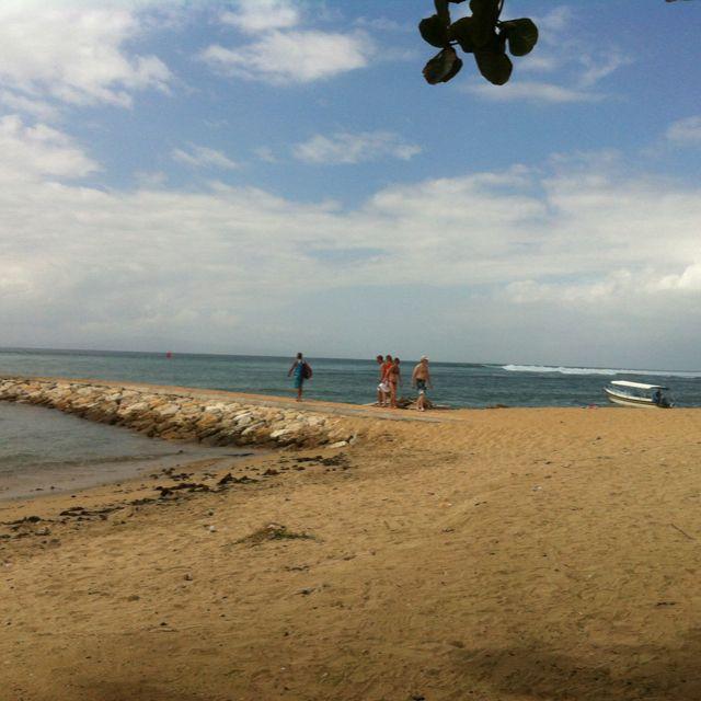 Beautiful white sandy beach in Sanur surf spot, http://www.balisurfwaves.com/